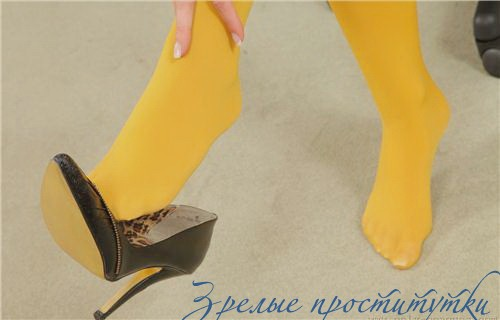 Маринушка: мастурбация члена ногами